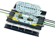 Многоразовая проходная оптическая муфта SCIL-A-S24, монтаж без инструмента на защёлках, герметизация без термоусадки, до 48 волокон на 2 поддонах, комплект заземления: нет, воздушный клапан: нет, поддон для гильз: 1, гильзы SMOUV: 24, диаметр кабеля до 11 мм, корпус: ударопрочный полимер, кабельные вводы: 10, Монтаж: с боковыми защёлками