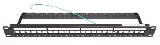 Экранированная коммутационная панель с клеммой заземления, 1RU, 24 порта E-серии, с пластиковой кабельной поддержкой, цвет: чёрный