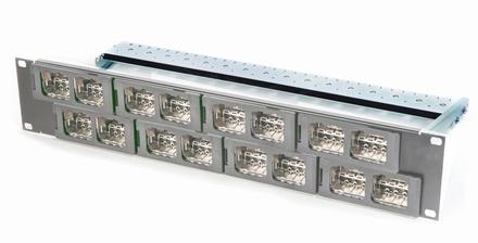Коммутационная панель AMP CO Ultra формата Quick-Fit 16 портов, Высота: 2RU, Цвет: светло-серый (RAL 7035)