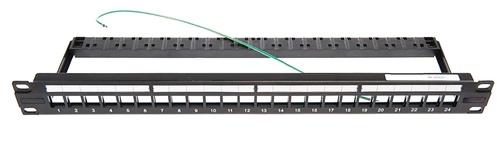 Экранированная коммутационная панель незаполненная с клеммой заземления, 1RU, 24 порта SL-типа, с пластиковой кабельной поддержкой, цвет: чёрный
